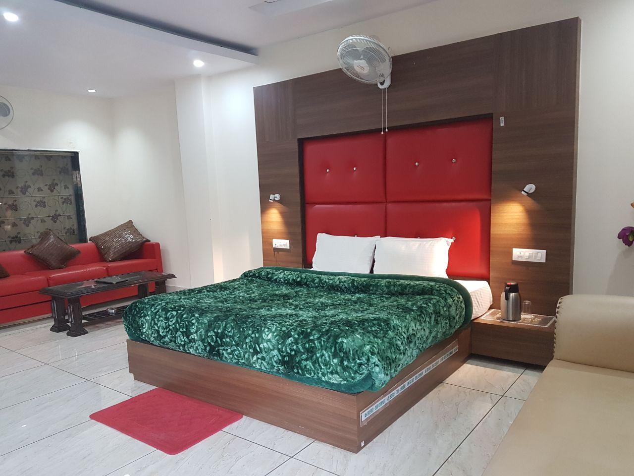 King size Bedroom in Dharamsala